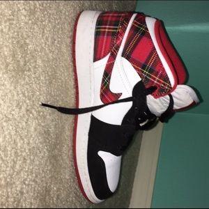 Girls (size 7) Air Jordan 1 Mid